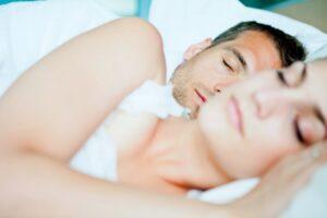 viel schlafen schwangerschaft vorbereiten